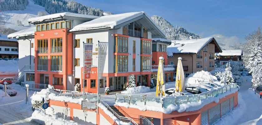 Austria_Kitzbuhel_Hotel-Schweizerhof_Exterior-winter.jpg