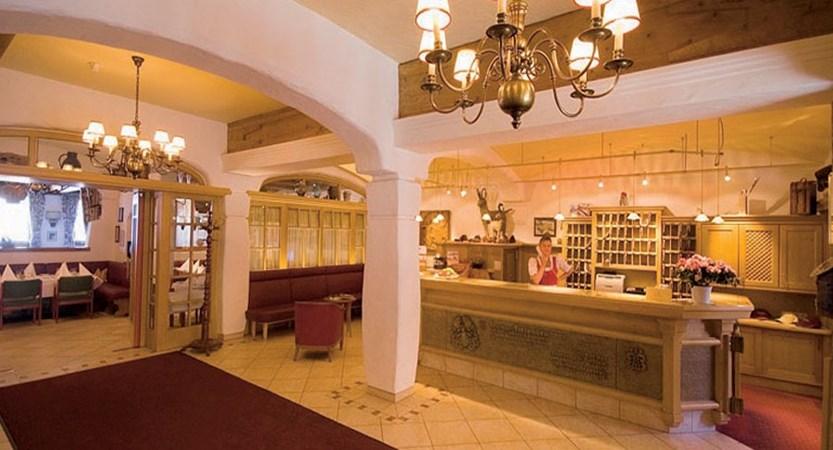 Austria_Kitzbuhel_Hotel-Tiefenbrunner_Reception.jpg