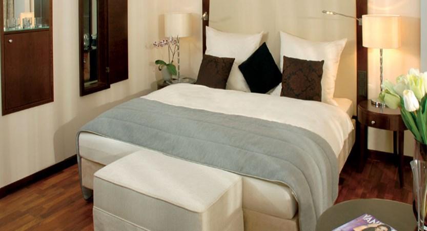 Austria_Kitzbuhel_Hotel-schloss-lebenberg_Bedroom3.jpg