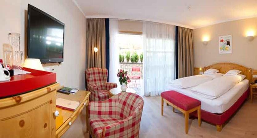 austria_kitzbuhel_hotel-kaiserhof_bedroom.jpg