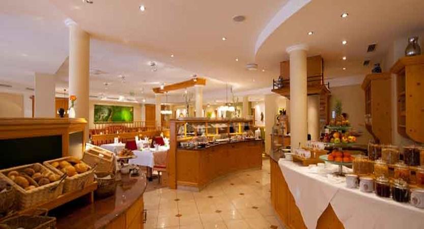austria_kitzbuhel_hotel-kaiserhof_breakfast-buffet.jpg