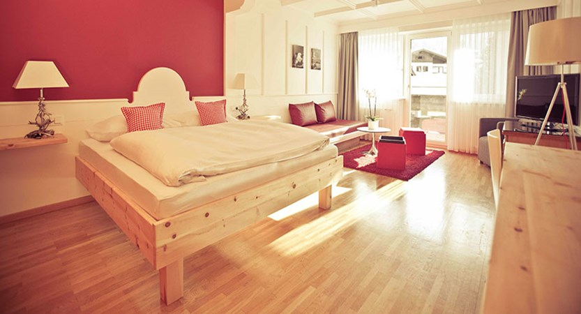 Austria_Kitzbuhel_Q-Hotel_Maria_Theresia_Junior-suite-bedroom.jpg