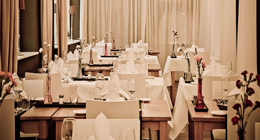 Austria_Kitzbuhel_Q-Hotel_Maria_Theresia_Restaurant.jpg