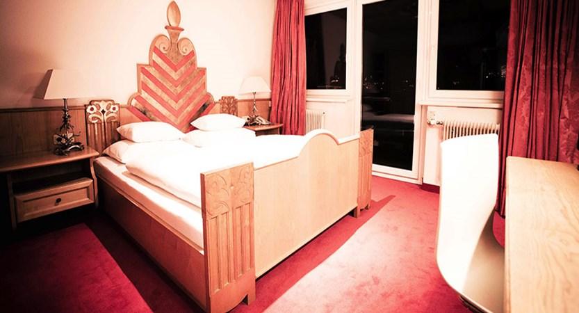 Austria_Kitzbuhel_Q-Hotel_Maria_Theresia_Standard-bedroom.jpg