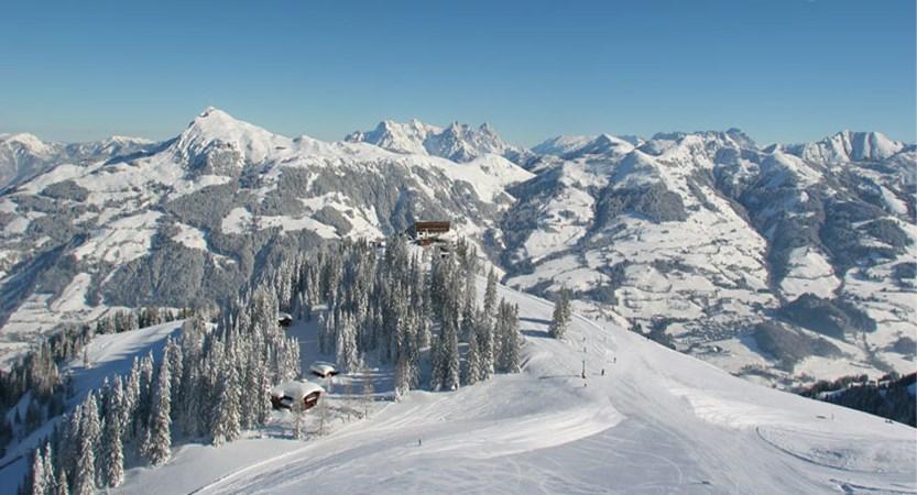 austria_kitzbuhel-alps_kitzbuhel_resort-valley-view.jpg