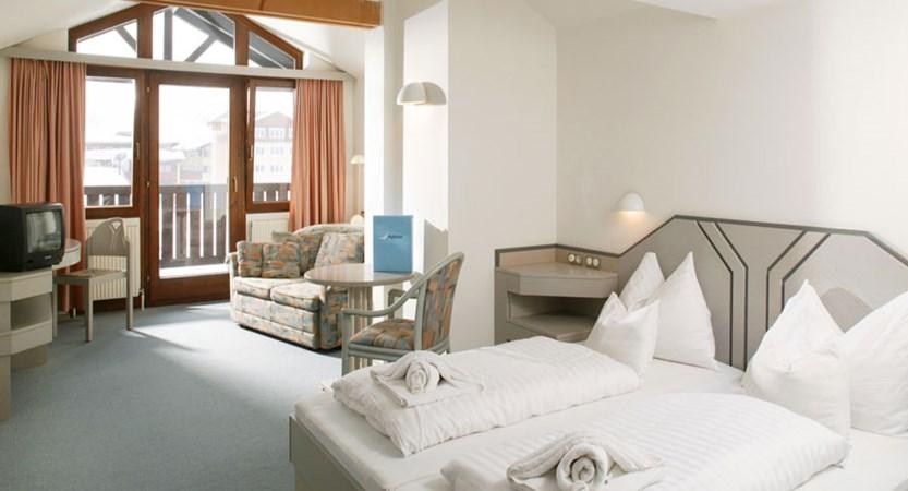 austria_kuhtai_chalet-hotel-elisabeth_bedroom.jpg