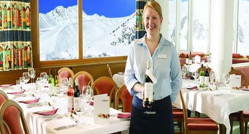 austria_kuhtai_chalet-hotel-elisabeth_dining_staff.JPG