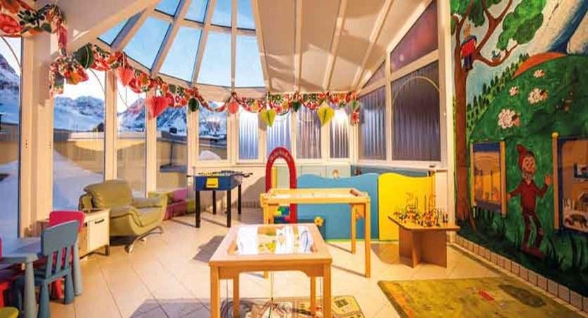 austia_kuhtai_alpen-residenz-mooshaus_childrens-playroom.jpg