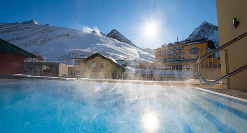austia_kuhtai_alpen-residenz-mooshaus_outdoor-pool.jpg