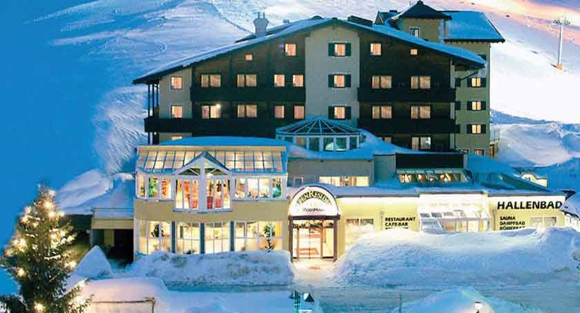 Austria_Kuhtai_Alpen-Residenz-Mooshaus_Exterior-winter2.jpg