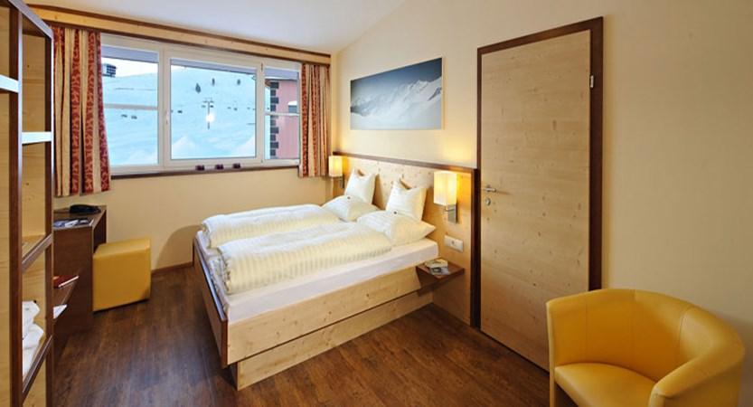 austria_kuhtai_hotel-alpenrose_bedroom.jpg