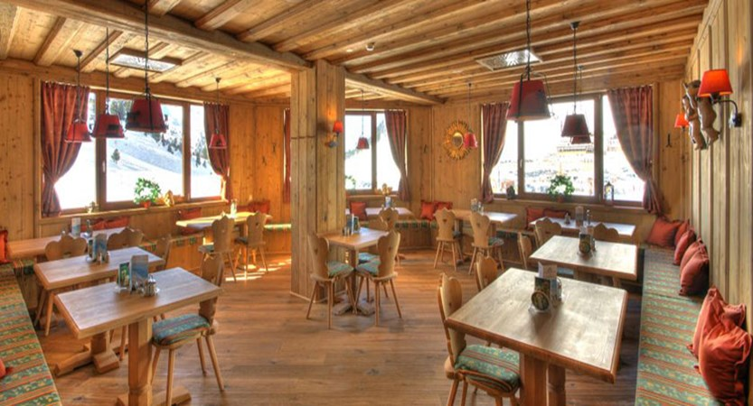 austria_kuhtai_hotel-alpenrose_dining-room.jpg