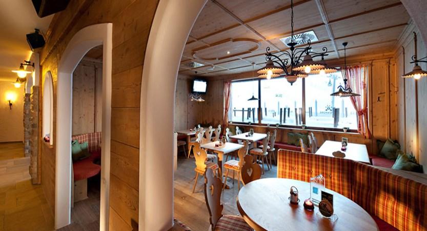 austria_kuhtai_hotel-alpenrose_dining-room2.jpg