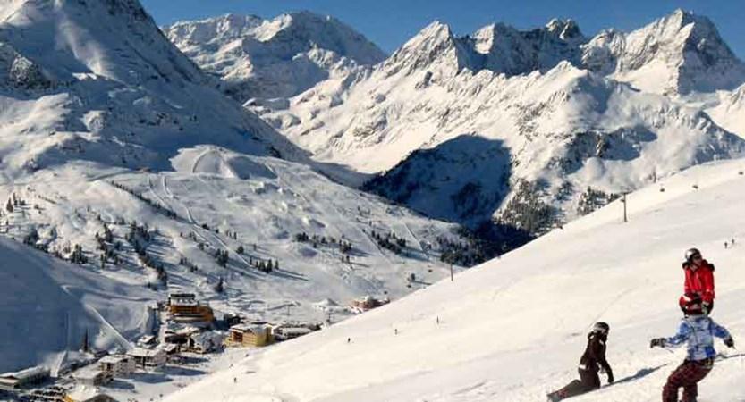 austria_kuhtai_snowboarders-piste.jpg