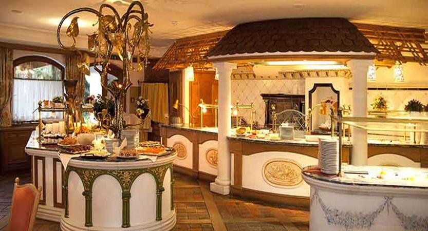 Austria_Mayrhofen_hotel_berghof_Buffet.jpg
