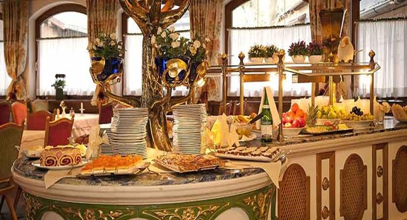 Austria_Mayrhofen_hotel_berghof_Dessertbuffet.jpg