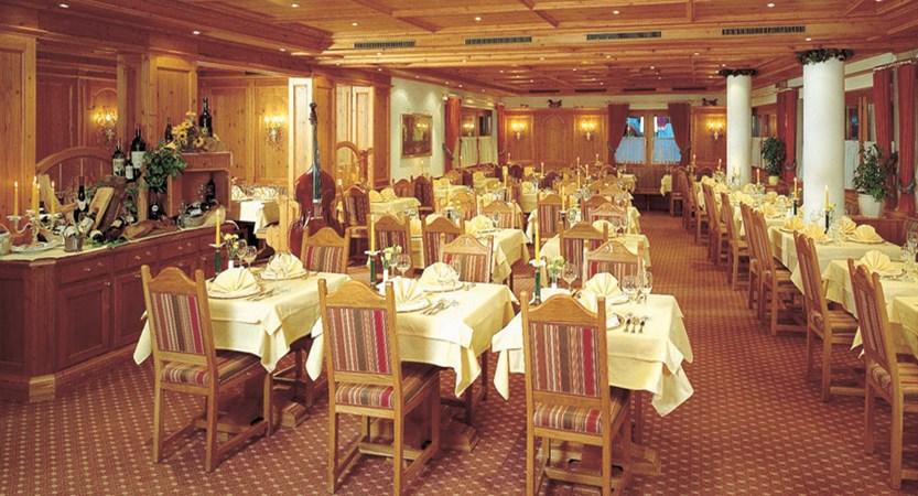 Austria_Mayrhofen_Sporthotel-Mannis_Dining-room.jpg