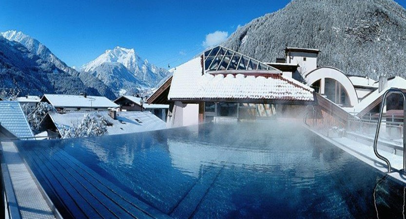 Austria_Mayrhofen_Sporthotel-Mannis_Outdoor-pool.jpg
