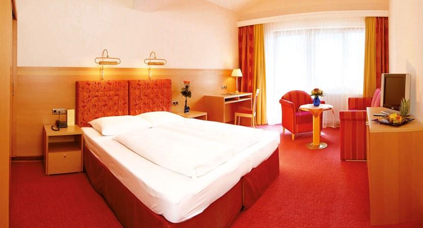 Austria_Mayrhofen_hotel-Strass_bedroom.jpg