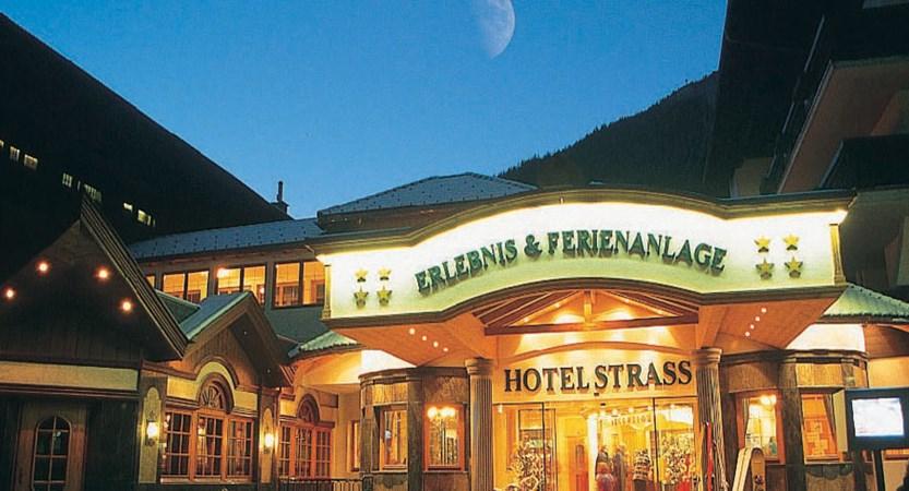 Austria_Mayrhofen_hotel-Strass_entrance.jpg