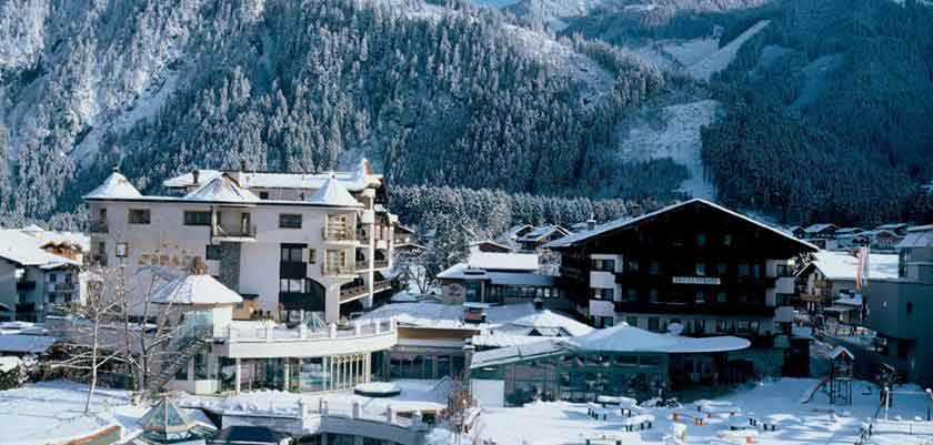 Austria_Mayrhofen_hotel-Strass_Exterior-winter.jpg