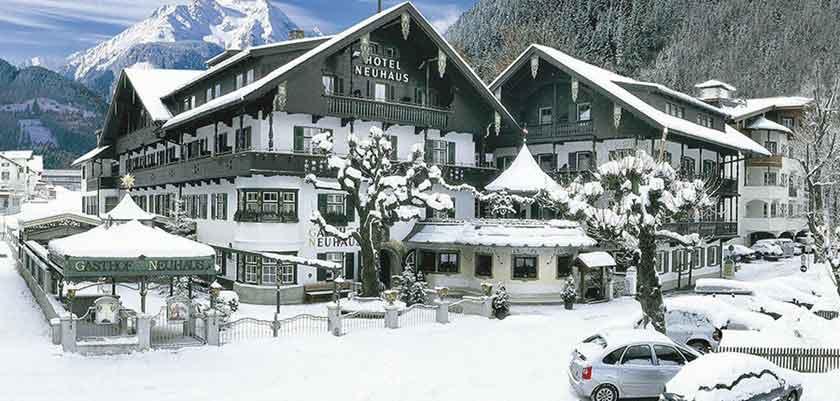 Austria_Mayrhofen_Hotel-Neuhaus_Exterior-winter.jpg