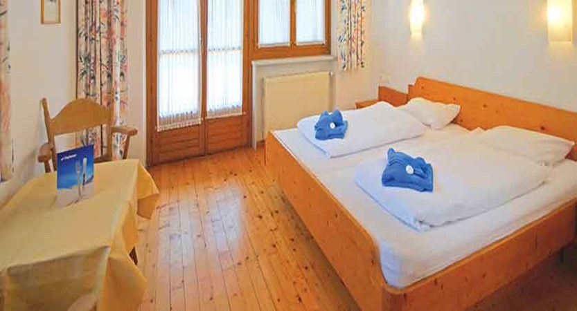 austria_mayrhofen_chalet-tirol-bedroom.jpg