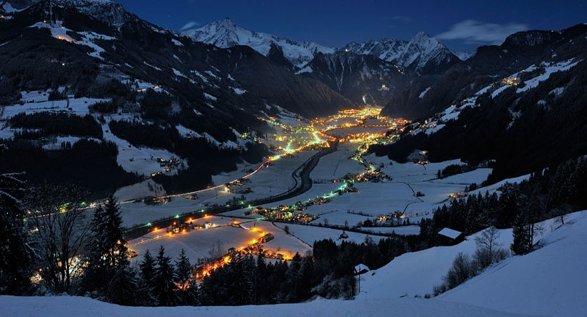 austria_mayrhofen_town-valley-night-view.jpg