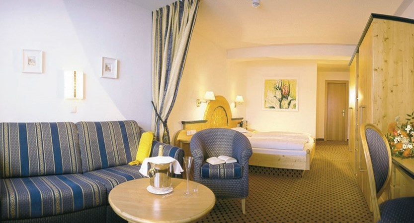 Austria_Obergurgl_Hotel_Olympia_bedroom_lounge.jpg