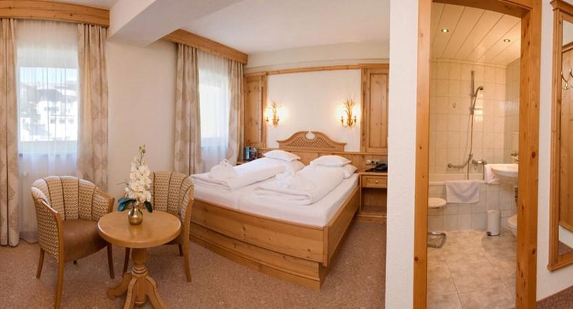 Austria_Obergurgl_Hotel-Gottard_bedroom_en-suite.jpg
