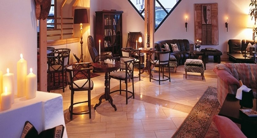 Austria_Obergurgl_Hotel-Bergwelt_Bar-area.jpg