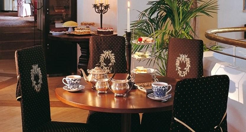Austria_Obergurgl_Hotel-Bergwelt_Bar-area2.jpg