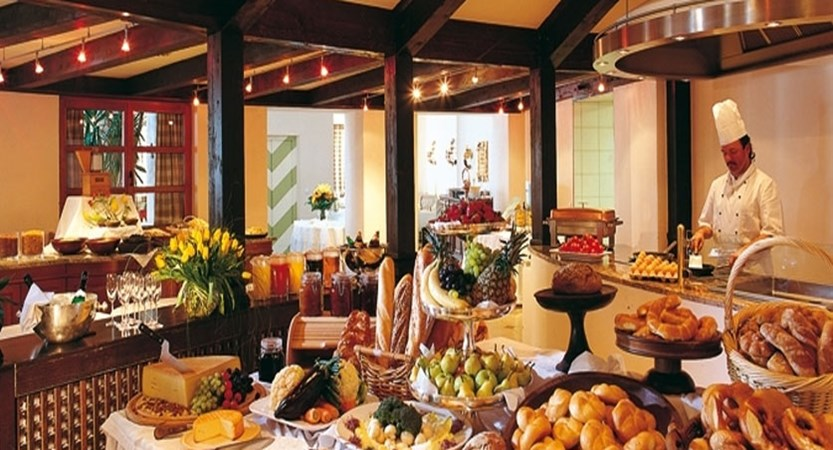 Austria_Obergurgl_Hotel-Bergwelt_Restaurant-breakfast buffet.jpg