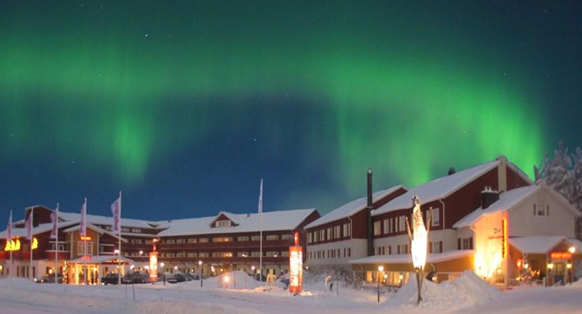 Crazy_Reindeer_Hotel_exterior-Northern-Lights.jpg