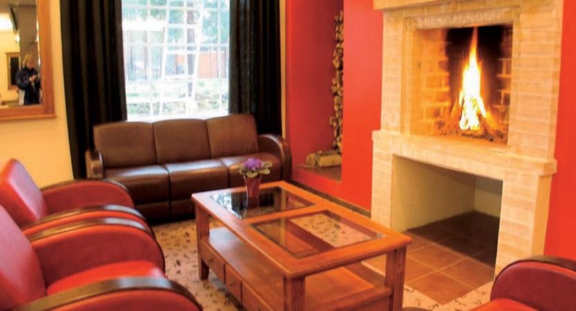 Crazy_Reindeer_Hotel_lounge_fireplace.jpg