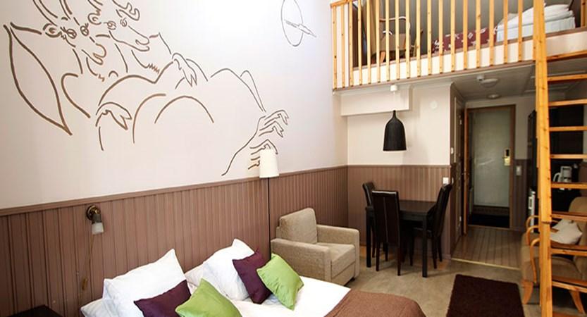 Crazy_Reindeer_Hotel_family-duplex-room-building-sleeps-2-5.jpg