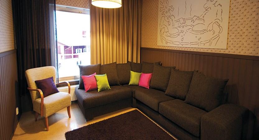 Crazy_Reindeer_Hotel_family-suite-living-room.jpg