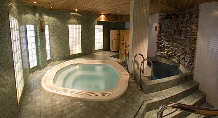 Crazy_Reindeer_Hotel_sauna-and-jazuzzi-spa-department.jpg