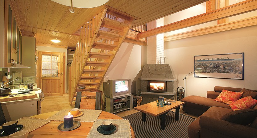 Lapland_Ylläs_Log_Cabins_living_room_kitchen.jpg