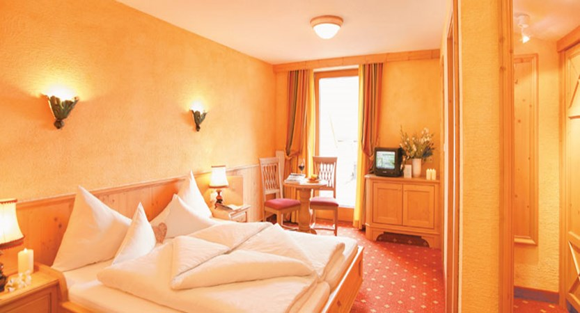 Austria_Obergurgl_Hotel-Edelweiss-Gurgl-bedroom.jpg