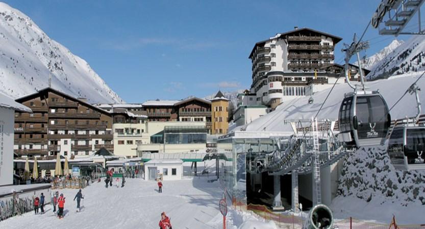 Austria_Obergurgl_Hotel-Edelweiss-Gurgl-exterior.jpg