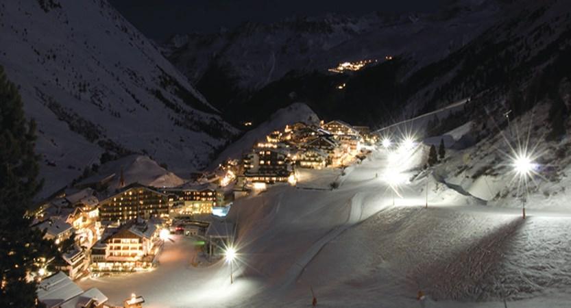 Austria_Obergurgl_view_night.jpg