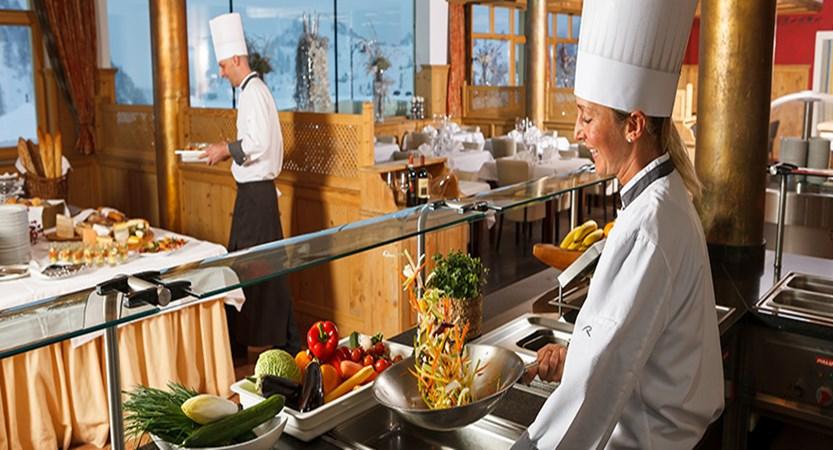 Austria_Obertauern_Hotel_Marietta_buffet.jpg