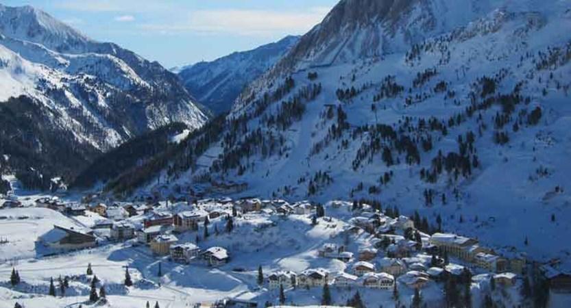 Austria_Obertauern_Valley-town-view.jpg