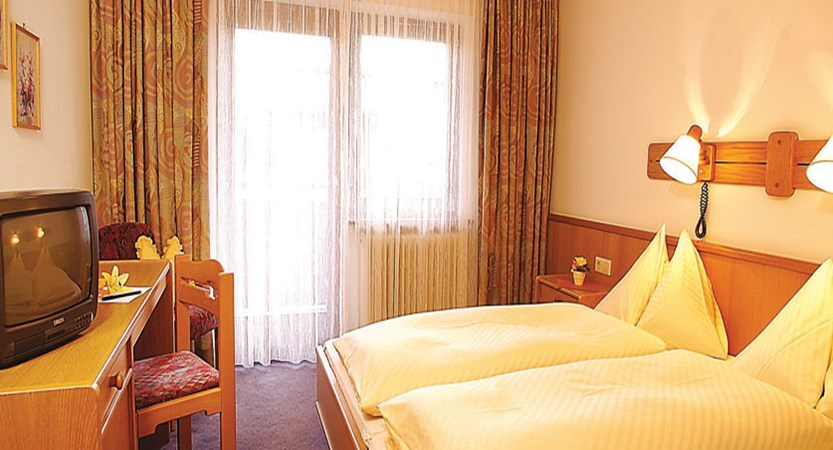 Austria_Hinterglemm_Hotel_Sonnblick_bedroom.jpg