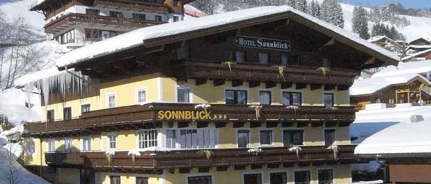 Austria_Hinterglemm_Hotel_Sonnblick_exterior.jpg