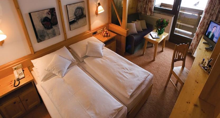 austria_hinterglemm_hotel-glemmtalerhof_bedroom.jpg