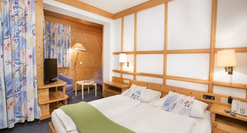 Austria_Hinterglemm_Hotel-Glemmtalerhof_Bedroom2.jpg