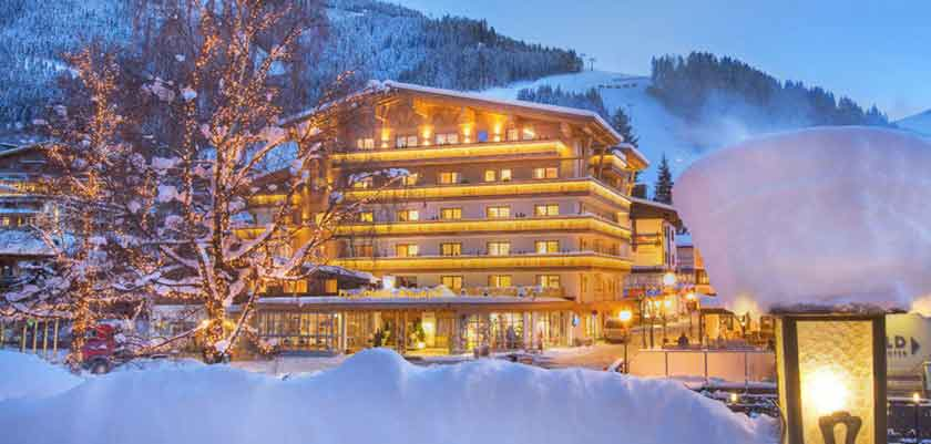 Austria_Hinterglemm_Hotel-Glemmtalerhof_Exterior-winter.jpg