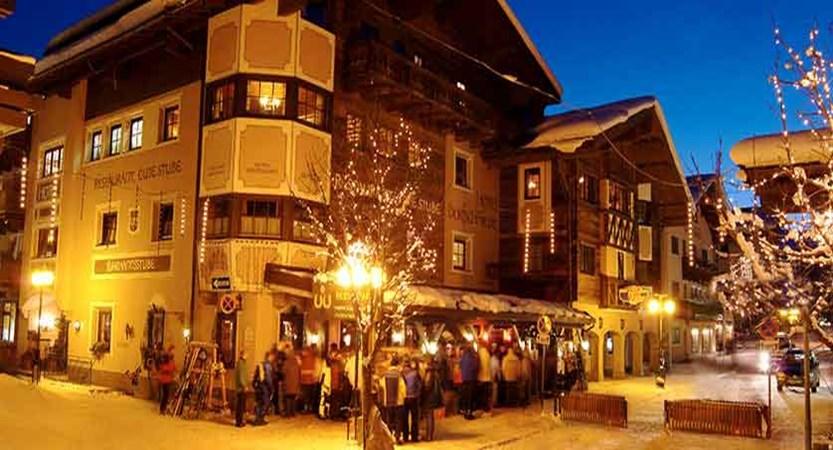 austria_hinterglemm_zur-dorfschmiede_exterior-at-night.jpg